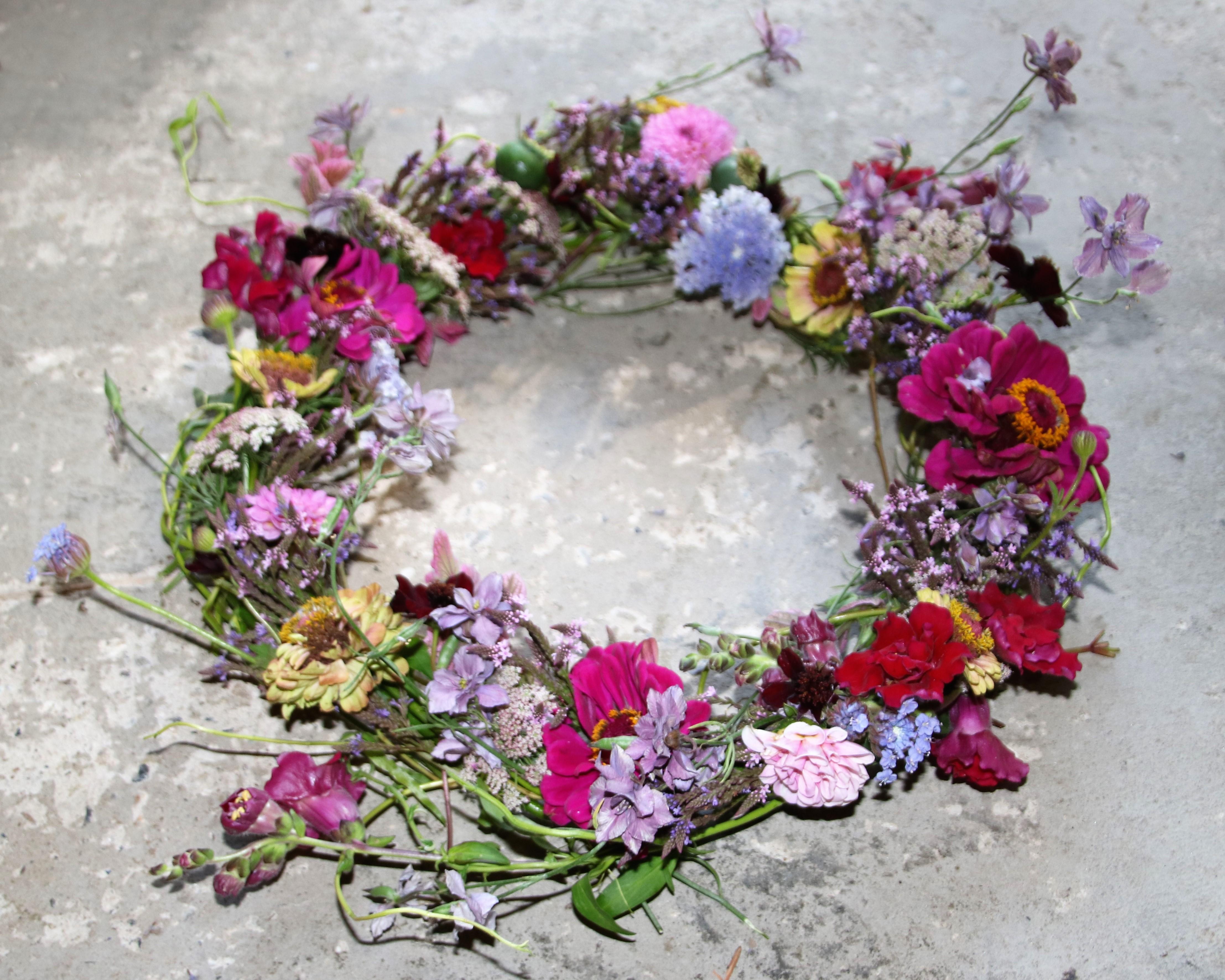 Hurtig sommerkrans – brug dine blomster hvis de er knækket